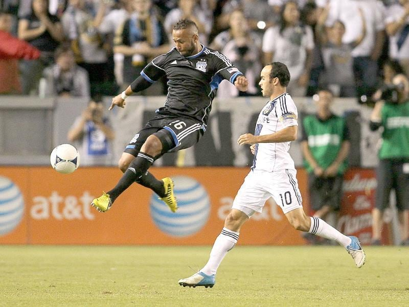 Victor Bernardez of the San Jose Earthquakes looks to volley the ball clear on defense as Landon Donovan of the Los Angeles Galaxy gives pursuit in the first half during the first leg of the MLS Western Conference Semifinal match at The Home Depot Center in Carson, California. AFP/Victor Decolongon
