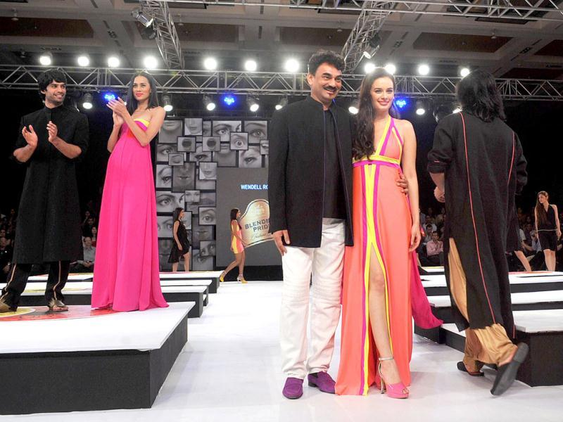 Evelyn Sharma poses with designer Wendell Rodricks. (Photo/AFP)