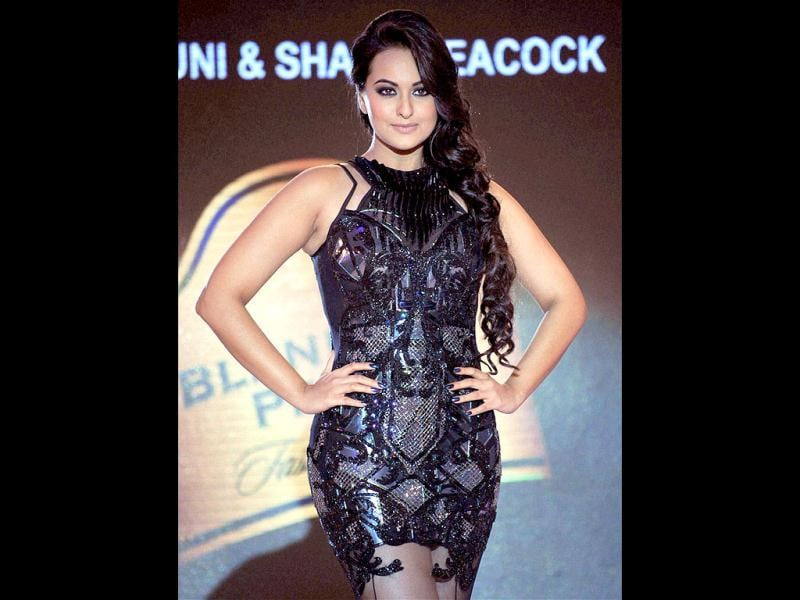 Hot Sonakshi Sinha strikes a pose. (Photo/PTI)