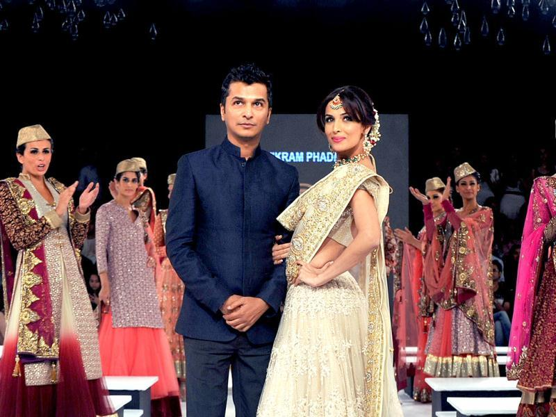 Malaika Arora Khan poses with fashion designer Vikram Phadnis. (Photo/AFP)