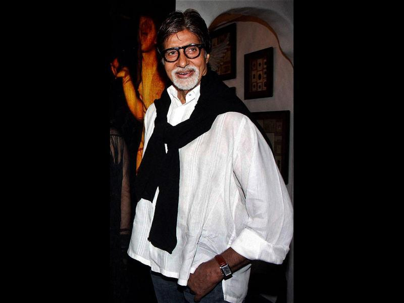 Amitabh Bachchan looks stylish even in the casual white shirt and blue jeans.