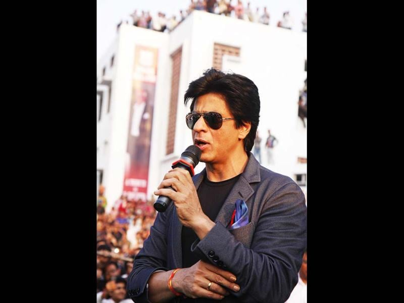 Shah Rukh Khan gives his words of wisdom to the crowd.