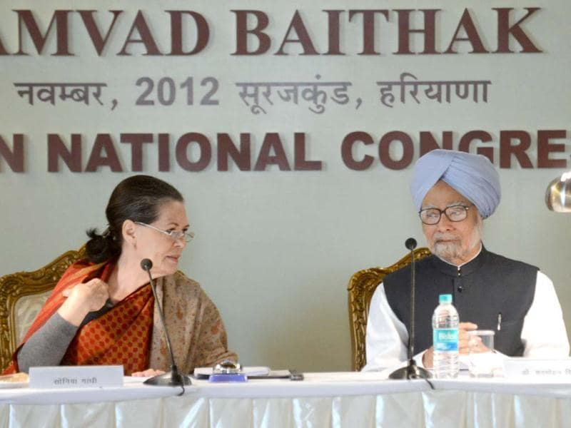 Congress president Sonia Gandhi and Prime Minister Manmohan Singh attend the Central ministers and Congress Working Committee (CWC) members meeting in Surajkund. (AFP Photo)