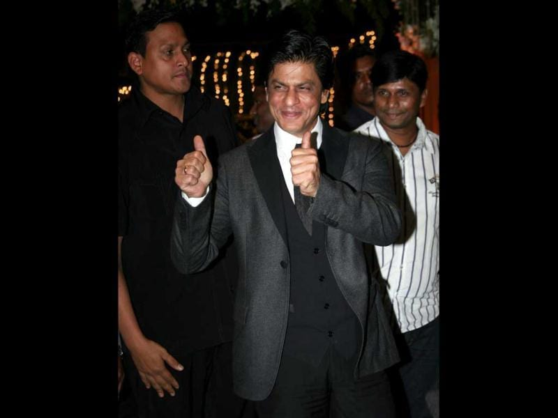 Shah Rukh Khan, who is working with Shetty in Chennai Express, was clad in a three-piece suit.