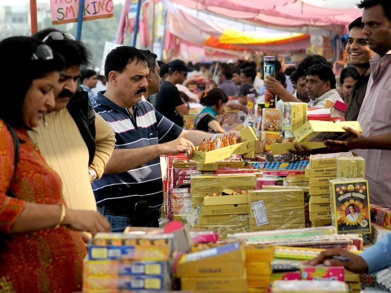 Police and fire department have restricted sale of firecrackers in residential and populated areas in Noida. HT/Burhaan Kinu