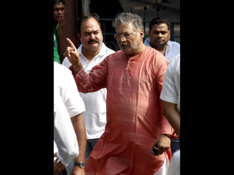 Actor Vikram Gokhale after visiting Matoshree residence of Shiv Sena chief Bal Thackeray. Thackery's health had worsened on Wednesday, leading to a surge of supporters gathering outside his residence in Mumbai. (Photo by Vijayanand Gupta / Hindustan Times)