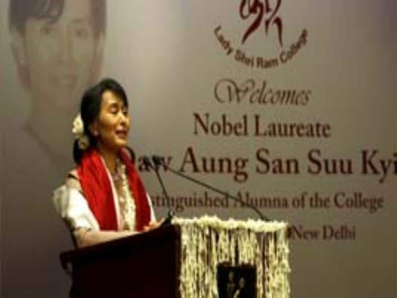 Myanmar opposition leader and National League for Democracy Chairperson Aung San Suu Kyi speaks during her visit to Lady Sri Ram College, her alma mater in New Delhi. (HT Photo)