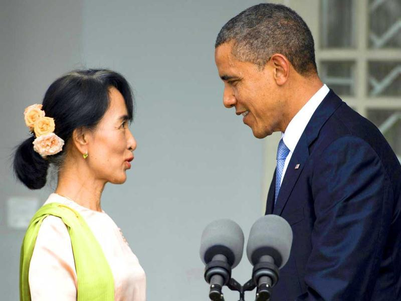 US President Barack Obama and Myanmar pro-democracy leader Aung San Suu Kyi speak during a brief joint press conference at her residence in Yangon. (AFP Photo)
