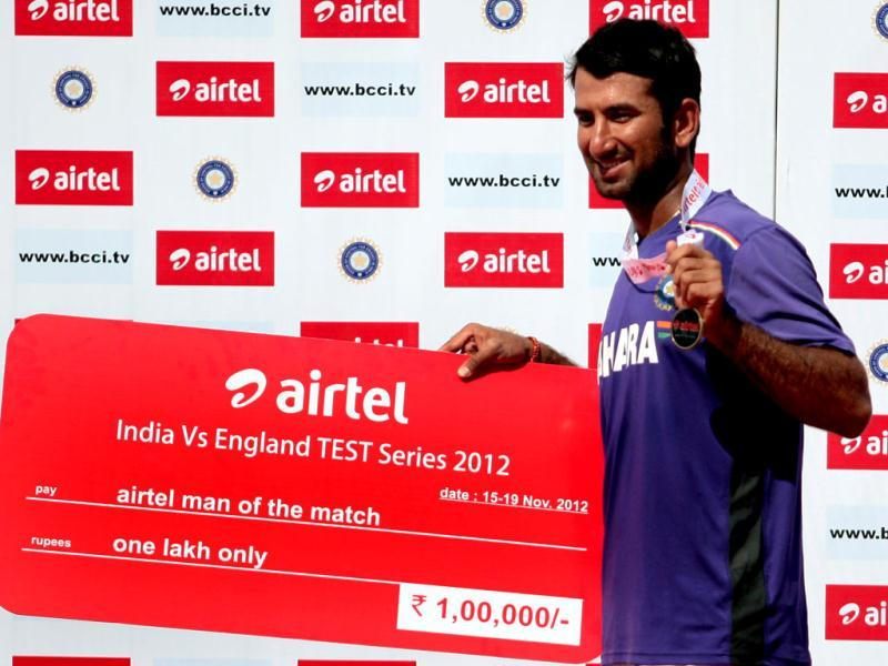 Cheteshwar Pujara receives man of the match award for his best performance against England during the final day of first test match at Sardar Patel Stadium in Motera, Ahmadabad. HT/Mohd Zakir