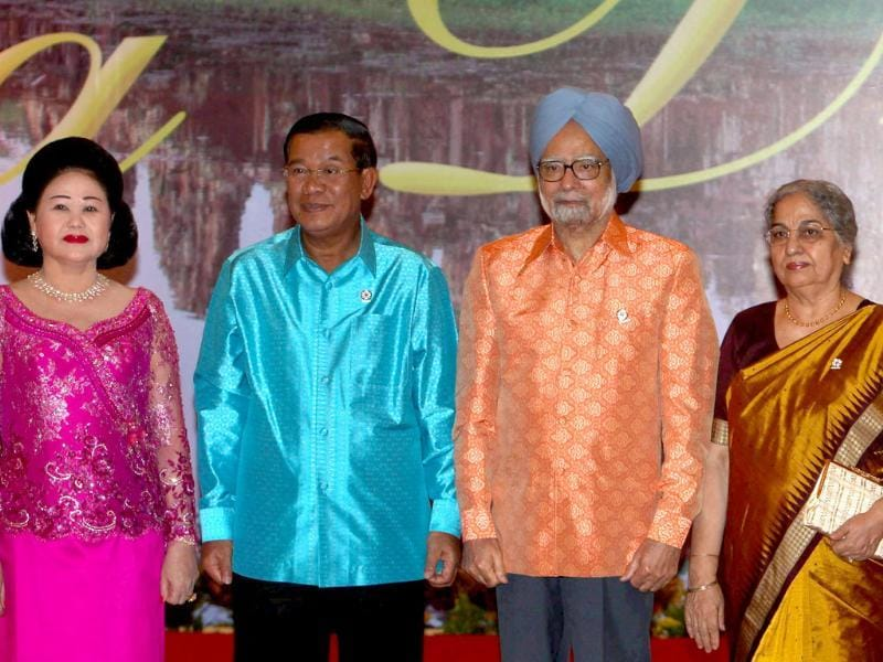 Prime Minister Manmohan Singh with his wife Gursharan Kaur poses with his Cambodian counterpart Hun Sen and his wife at the Gala Dinner ahead of ASEAN Summit in Phnom Penh, Cambodia. PTI