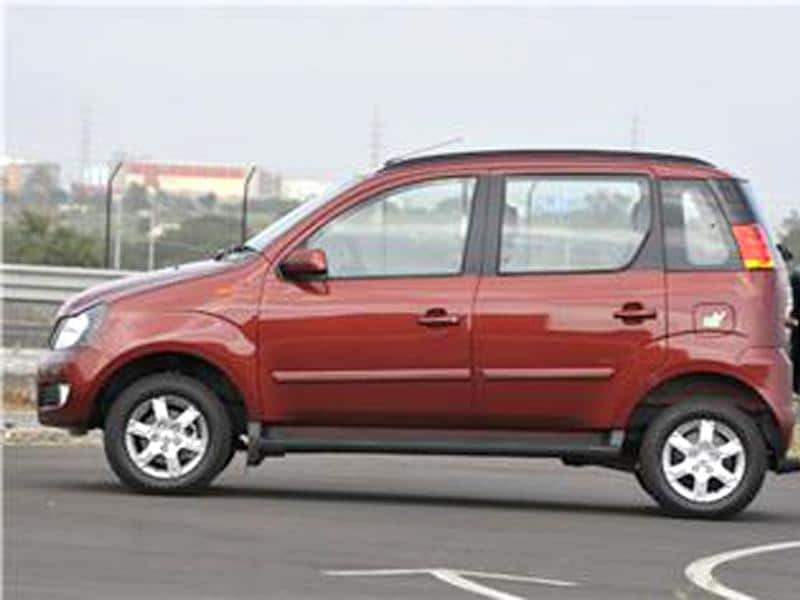 Mahindra's new Quanto SUV hits the ground running with 10,000 bookings received since its launch on September 20, 2012.
