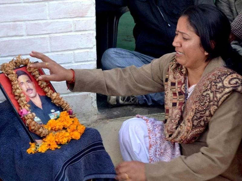 Vinita Bisht, wife of commando Gajendra Singh Bisht who was killed during 2008 Mumbai attacks, pays respect to her husband in Dehradun after the execution of Ajmal Kasab. (PTI Photo)