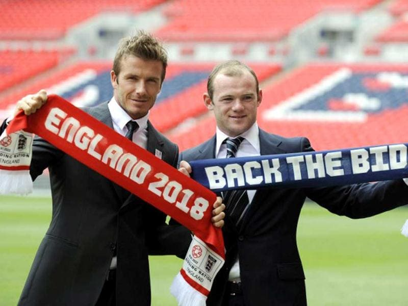David Beckham and Wayne Rooney pose during a photocall to launch The England 2018/2022 World Cup bid at Wembley Stadium in London, on May 18, 2009. AFP Photo