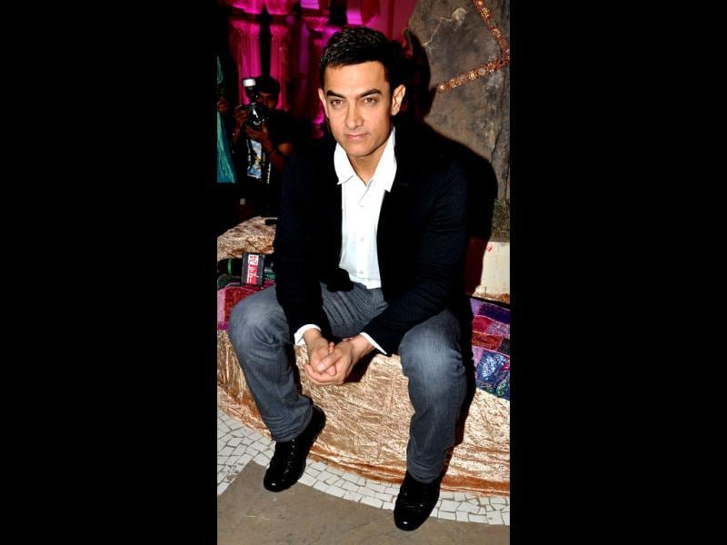 Bollywood actor Aamir Khan was recently spotted at a television studio in Mumbai. Aamir was clad in a black blazer over crisp white shirt and blue jeans.