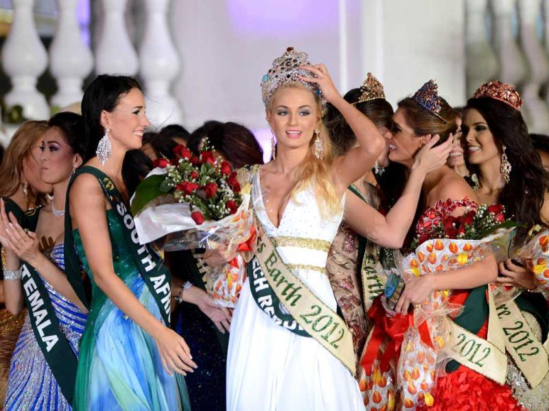 2012 Miss Earth winner Tereza Fajksova of Czech Republic (C) reacts after she won the 2012 Miss Earth Competition in Manila. AFP photo