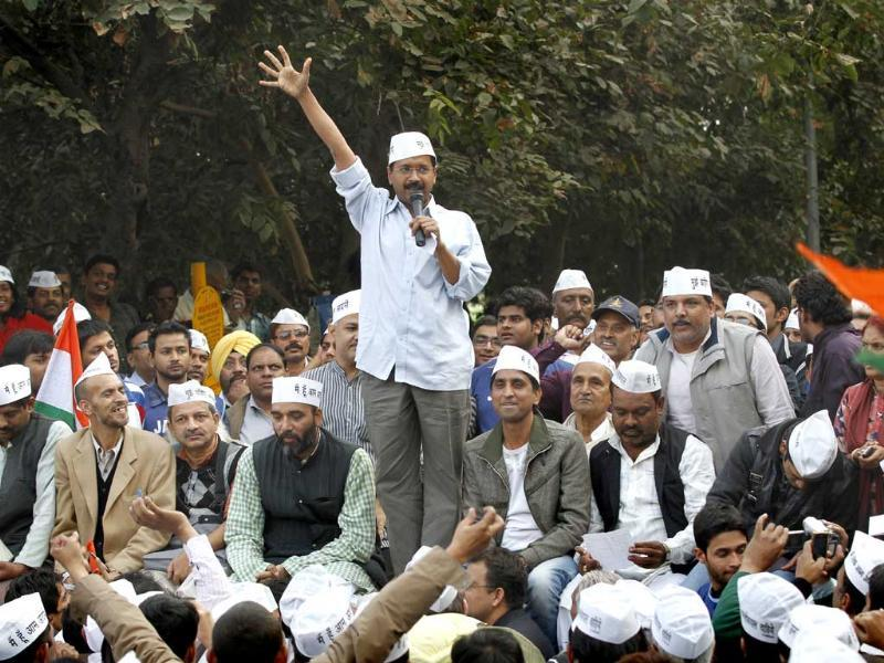 Anti-corruption activist turned politician Arvind Kejriwal speaks during a meeting with party workers at Rajghat in New Delhi. HT/Arvind Yadav