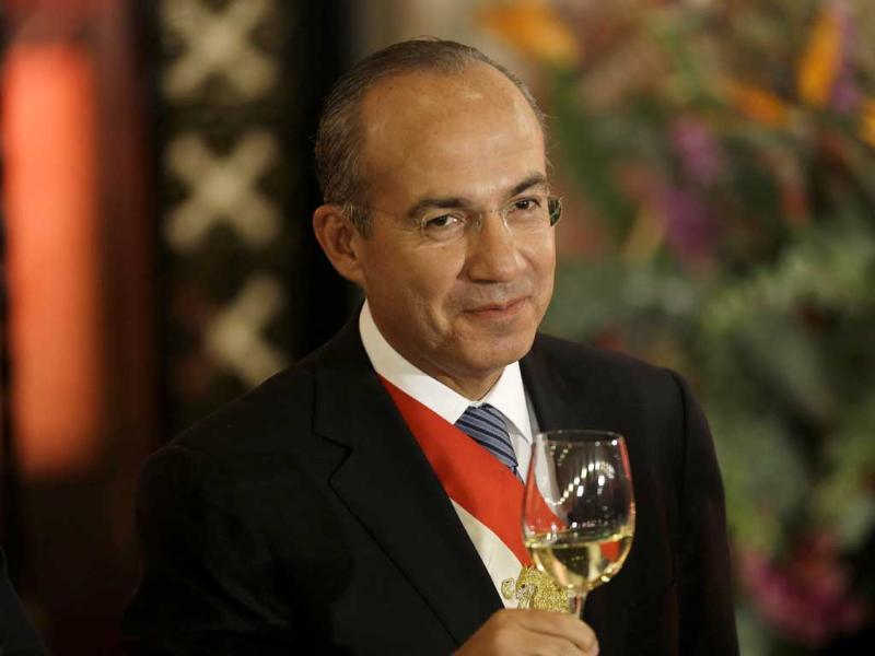 Mexico's President Felipe Calderon raises his glass during his last state dinner in Mexico City. AP