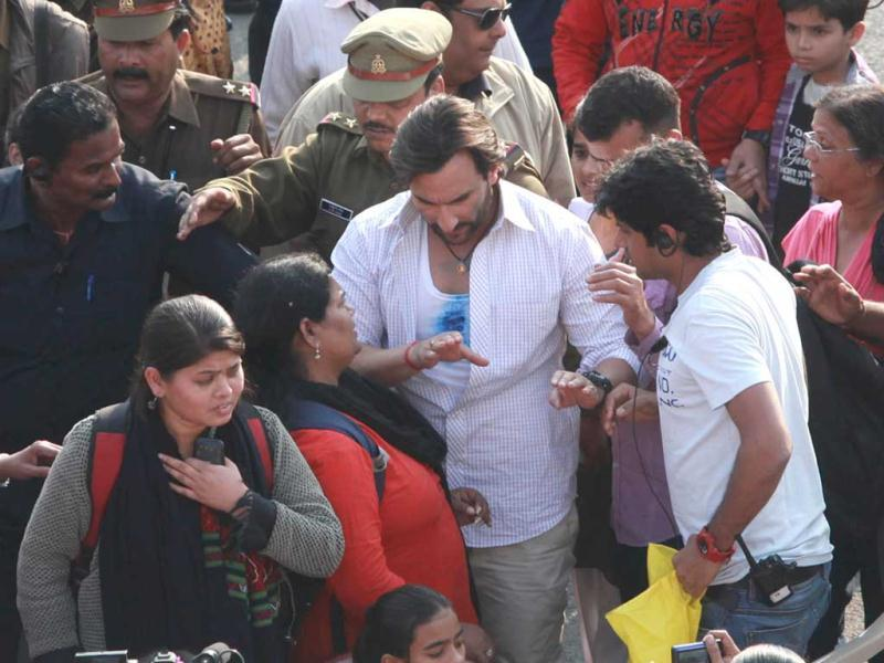 Saif Ali Khan shoots in a middle of a road in Lucknow for Bullet Raja. (UNI Photo)