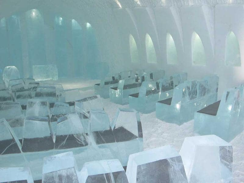 This picture shows a chapel at the new Ice Hotel in the village of Jukkasjarvi, near Kiruna, in Swedish Lapland. (AFP Photo)