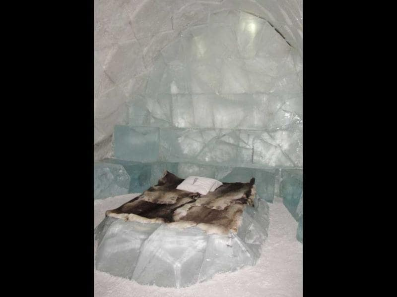 This picture shows a bed at the new Ice Hotel in the village of Jukkasjarvi, near Kiruna, in Swedish Lapland.(AFP Photo)
