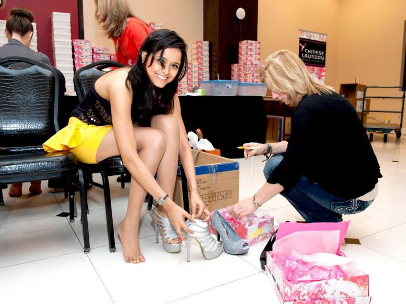 Miss India 2012, Shilpa Singh, tries on Chinese Laundry shoes upon arriving to Planet Hollywood Resort and Casino, in Las Vegas, Nevada. (AFP/ Handout)