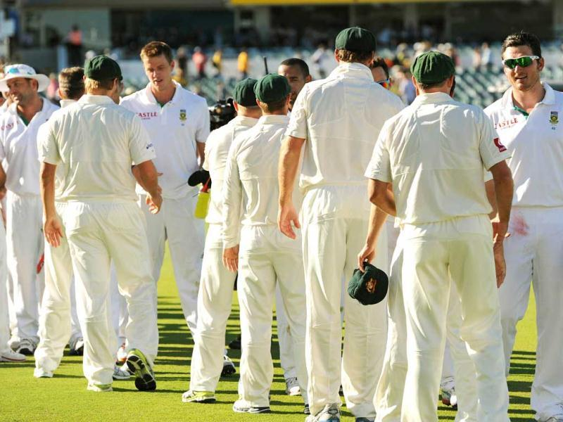 Players shake hands with each other following the third Test match between South Africa and Australia at the WACA ground in Perth. AFP Photo