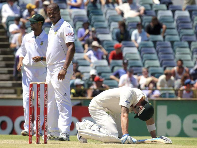 South Africa's Vernon Philander (2nd L) looks at Australia's captain Michael Clarke (R) after he was struck by the ball at the WACA during the fourth day's play of the third test cricket match in Perth. Reuters Photo