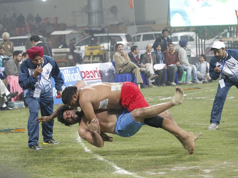 Argentina kabaddi player Orlando Baccino in sky blue shorts with USA player in red shorts during the 3rd Pearls World Cup Kabaddi Punjab-2012 tournament, in Amritsar. Photo by Arvind Yadav/Hindustan Times