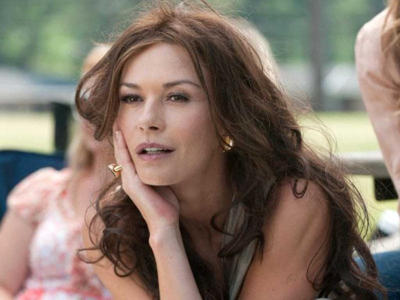 The film stars Catherine Zeta Jones plays one of the irresistable moms in Playing For Keeps.