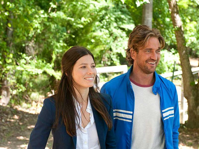 Jessica Biel and Gerard Butler in Playing For Keeps.