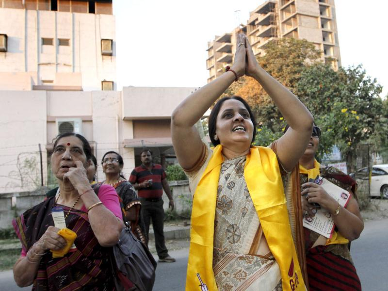 Jagruti Pandya (centre) candidate of Gujarat Parivartan Party (GPP) and wife of late former Gujarat home minister Haren Pandya campaigning for assembly election at Ahmedabad in Gujarat on Thursday. (HT Photo)