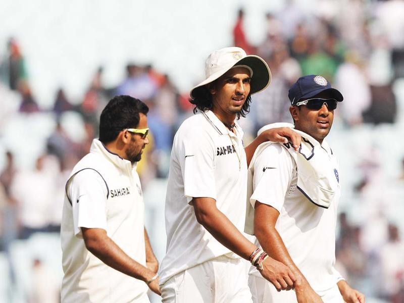 Zaheer Khan, Ishant Sharma and R Ashwin coming out during the lunch break on 3rd Day of 3rd Test cricket Match at Eden Gardens, in Kolkata. HT Photo/Subhendu Ghosh