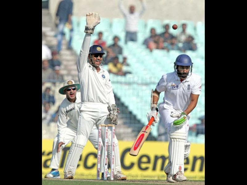 MS Dhoni appeals an LBW decision against England's Monty Panesar during Day 4 of the 3rd Test Match at Eden Garden in Kolkata. PTI Photo