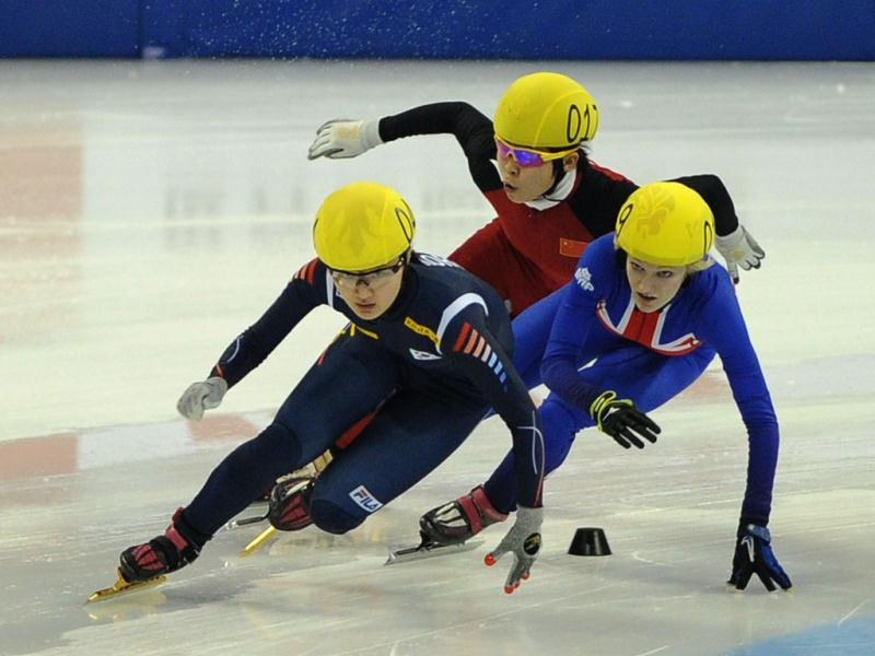 Park Seung-Hi of South Korea (L) skates to win the women's 1000m A final ahead of Meng Wang of China (C) and Elise Christie of Britain (R) at the Samsung ISU World Cup Short Track Speed Skating event in Shanghai. AFP photo
