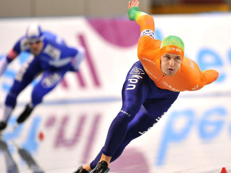 Michel Mulder of the Netherlands (R) competes with Finland's Mika Poutala (L) during the men's 500 meters competition at the World Cup speed skating event at the Nagano M-Wave ice arena. AFP photo