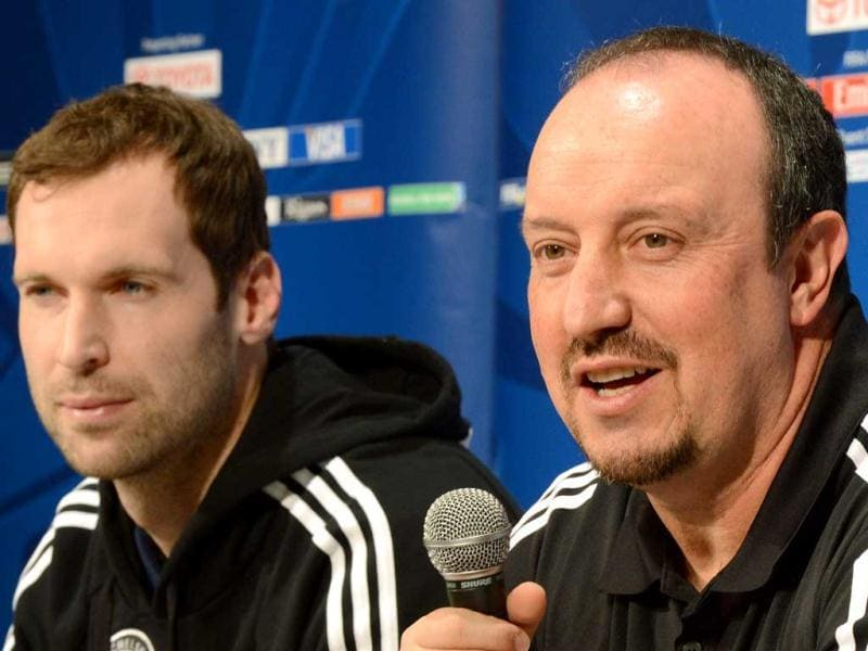 Chelsea football club manager Rafael Benitez (R) answers questions beside goalkeeper Petr Cech (L) during a press conference at the Club World Cup in Yokohama. AFP Photo