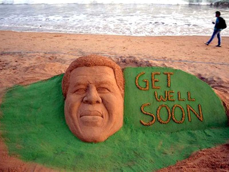 International sand artist Sudarsan Pattnaik created a sand sculpture of South Africa's anti-apartheid icon Nelson Mandela with a message