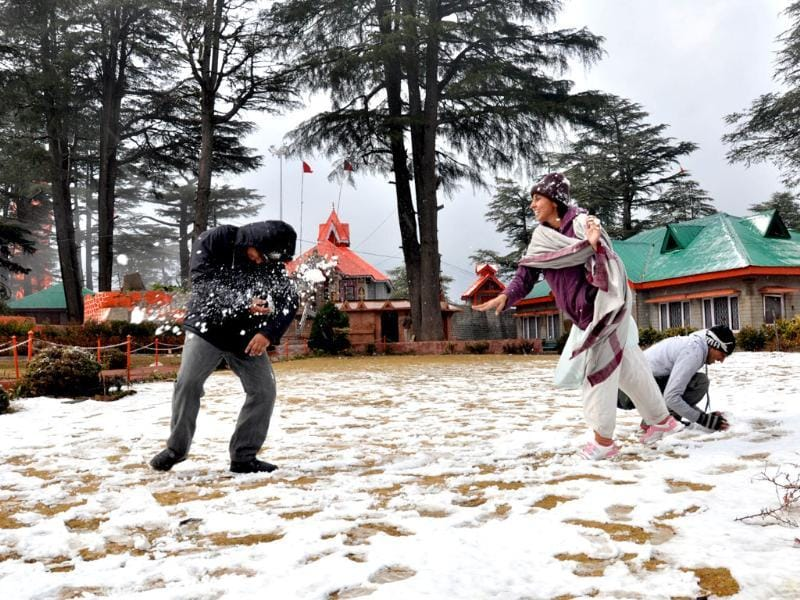 People playing in the snow after season's first snow fall at Jhakho temple, in Shimla. HT/Santosh Rawat