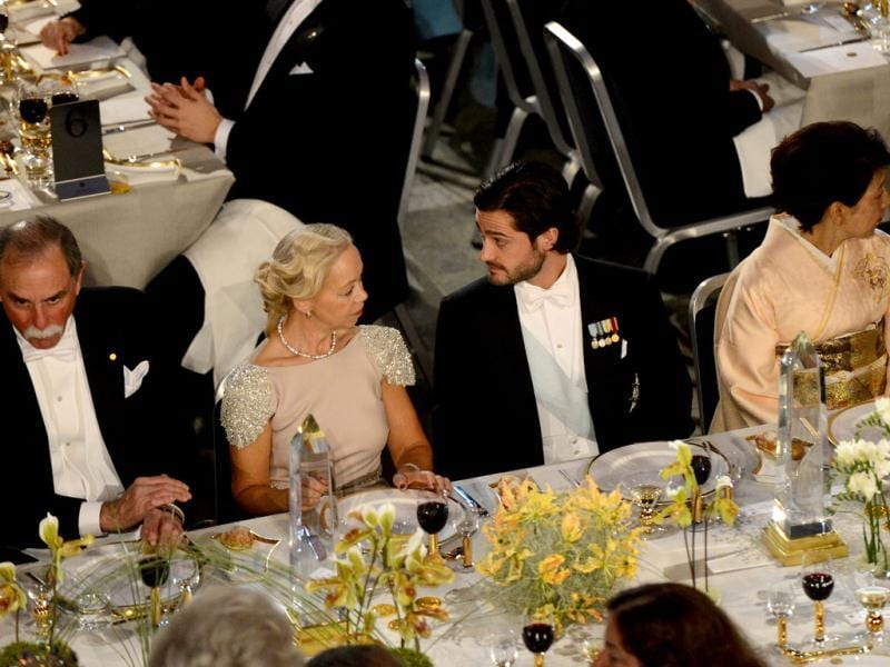 The Nobel 2012 Prize winner in physics David Wineland of US (L), Prince Carl Philip of Sweden (3rd L) and Dr Chika Yamanaka of Japan (R), wife of Nobel Prize Laureate for Physiology or Medicin Professor Shinya Yamanaka attend the Nobel banquet, a traditional dinner after the Nobel Prize awarding ceremony at the Stockholm City Hall. AFP PHOTO/JONATHAN NACKSTRAND