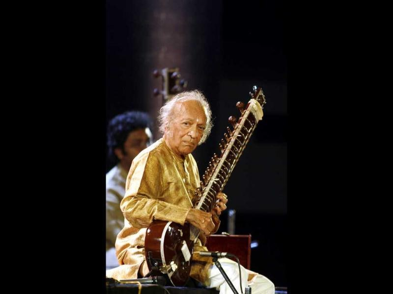 Indian sitar player Ravi Shankar performs in the eastern Indian city of Kolkata in this February 7, 2009.