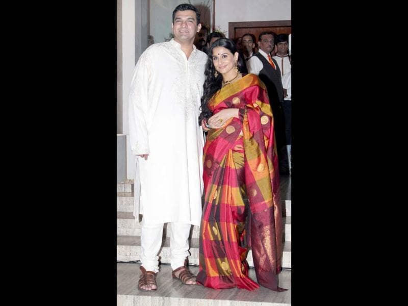 Later that night, the two happily posed for pictures, their first official photo as a couple. On the occasion of the sangeet, a private dinner was held only for the families of the bride and groom.