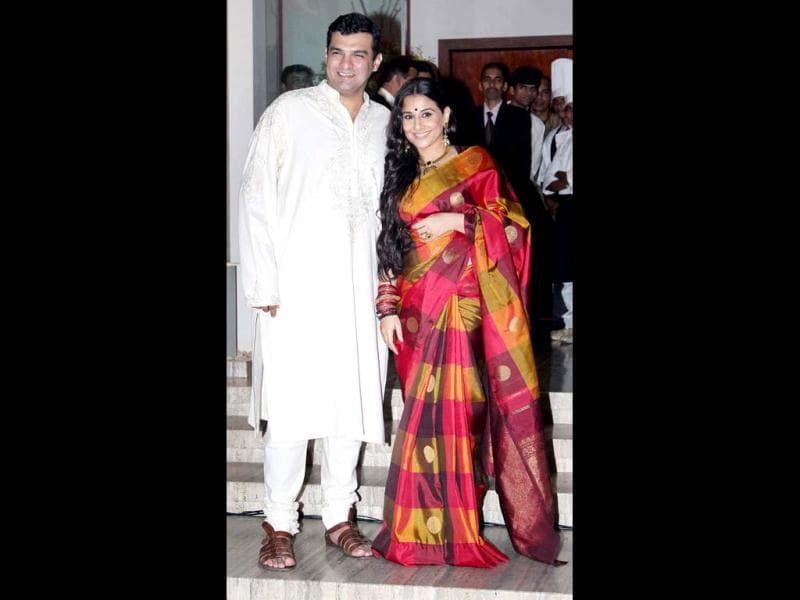 Vidya Balan and her fiance UTV's head honcho Siddharth Roy Kapur have finally been seen posing together for the shutterbugs. Here's a look at the highlights of their wedding sangeet.
