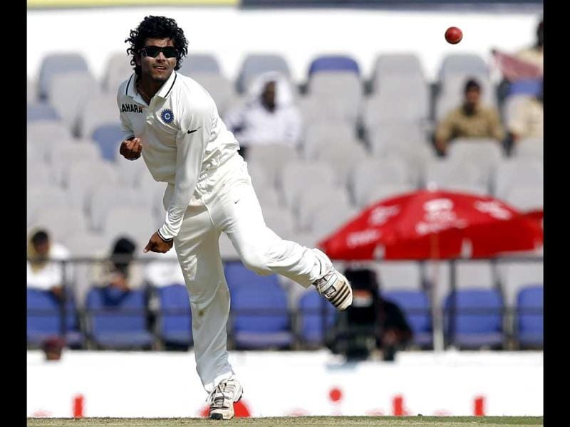 Ravindra Jadeja bowls on first day of fourth Test match between India and England at VCA stadium, in Nagpur. HT Photo/Santosh Harhare
