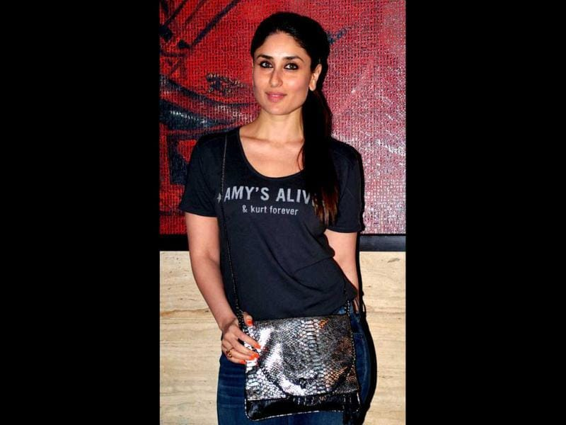Kareena was seen in a far more casual look than usual as she turned up for the Talaash party in just jeans and a simple tee.