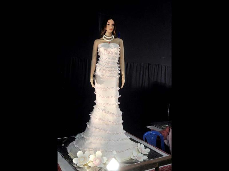 Model of a bride made by Nilgiri's bakery on display at its 38th Annual Cake Exhibition held as a part of Christmas and New Year festivities in Bangalore. UNI