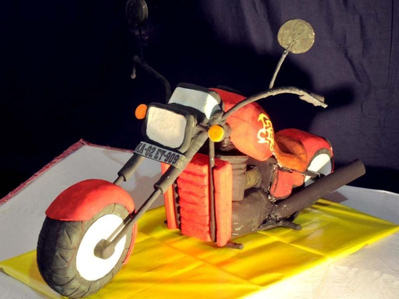 Cake model of motor cycle made by Nilgiri's bakery on display at the 38th Annual Cake Exhibition held as a part of Christmas and New Year in Bangalore. UNI