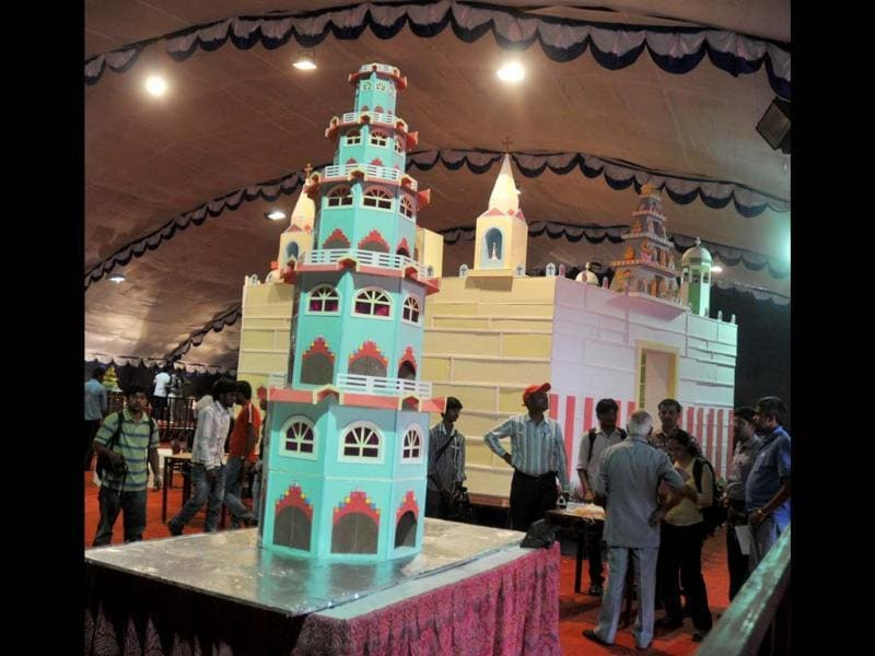 Replica of Pagoda displaying made by Nilgiri's bakery on display at the 38th Annual Cake Exhibition held as a part of Christmas and New Year celebrations in Bangalore. UNI