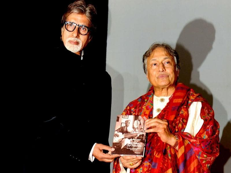 Amitabh Bachchan poses with Ustad Amjad Ali Khan as he unveils his book My Father, Our Fraternity. (AFP Photo)