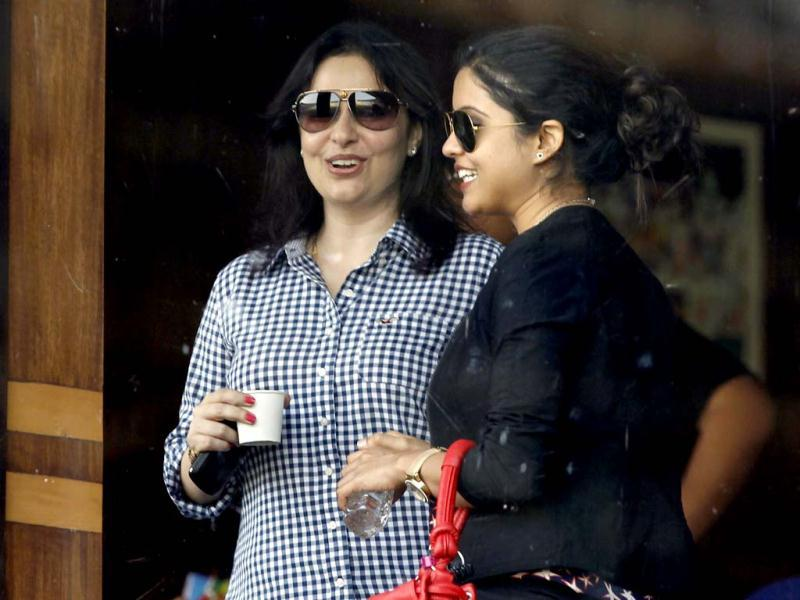 Sachin Tendulkar's wife Anjali chats with Ashwin's wife during the fourth day of the 4th Test match at VCA stadium in Nagpur. HT/ Santosh Harhare