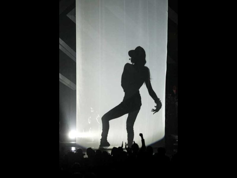 Recording artist Ciara performs during a tribute to Michael Jackson at the VH1 Divas 2012 show in Los Angeles. Reuters